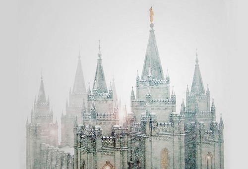 beautiful-castle-collapse-golden-snow-white-Favim.com-52024