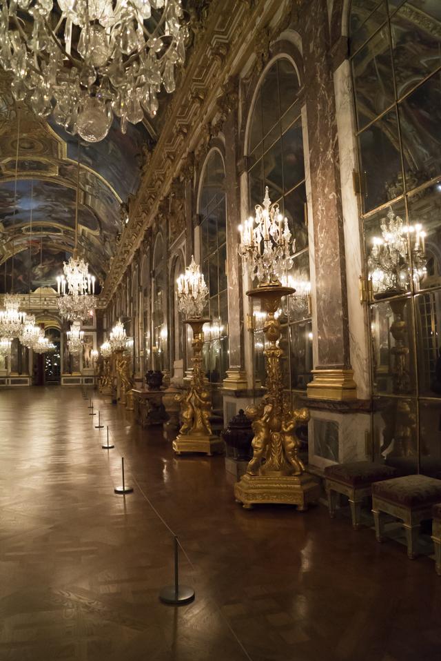 Versailles intime la vie quotidienne autour de louis xiv for Autour de versailles