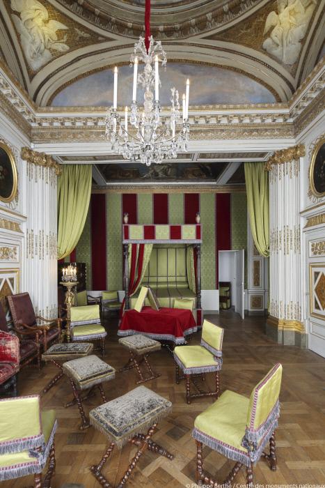 la cour emmanuel egretier chef de la mission communication du cmn passionchateau. Black Bedroom Furniture Sets. Home Design Ideas